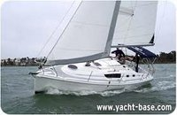 Hunter 31 sailboat, by www.yacht-base.com